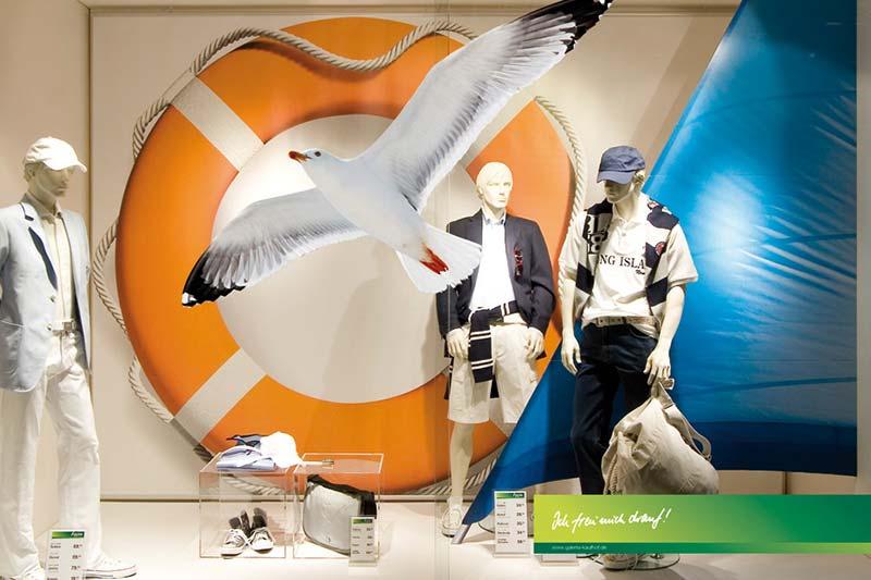 Schauraumgestaltung Werbeplatte Smart X
