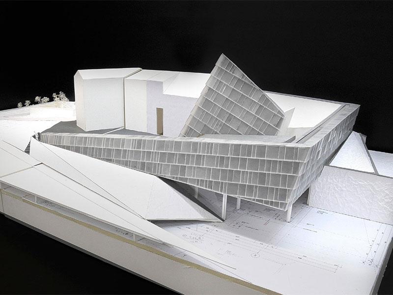 Modell Pfarre Rif Glasschuppenhalter Glasfassade Design