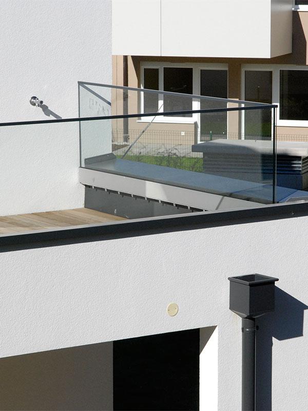 friline-terrassenverglasung-nurglasgelaender-ganzglasgelaender-gelaenderprofile-railing-stiegenaufgang-design-modern-kaufen-salzburg-oesterreich-glasgelaender
