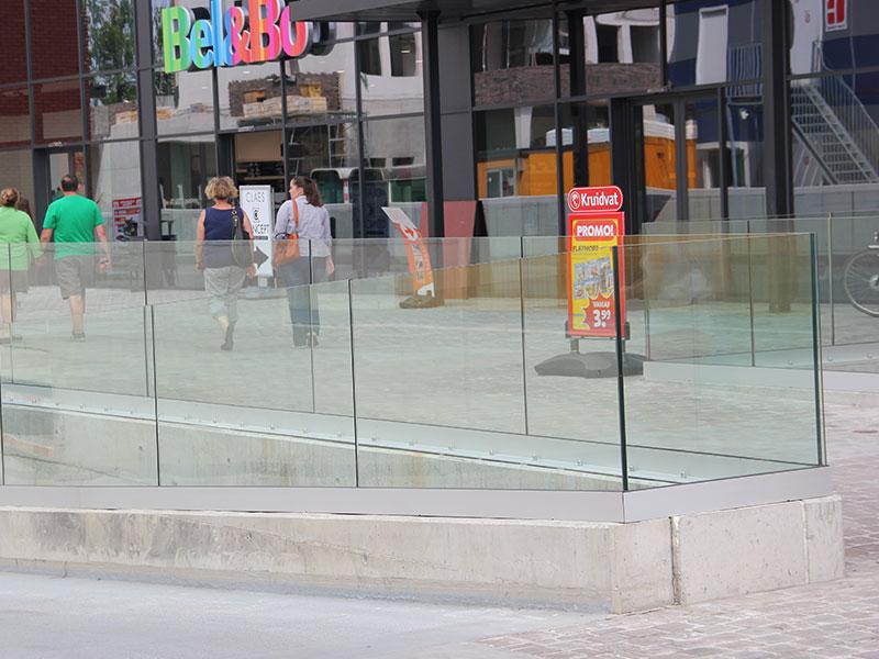 on-level-nurglasgelaender-ganzglasgelaender-gelaenderprofile-railing-stiegenaufgang-design-modern-kaufen-salzburg-oesterreich-glasgelaender