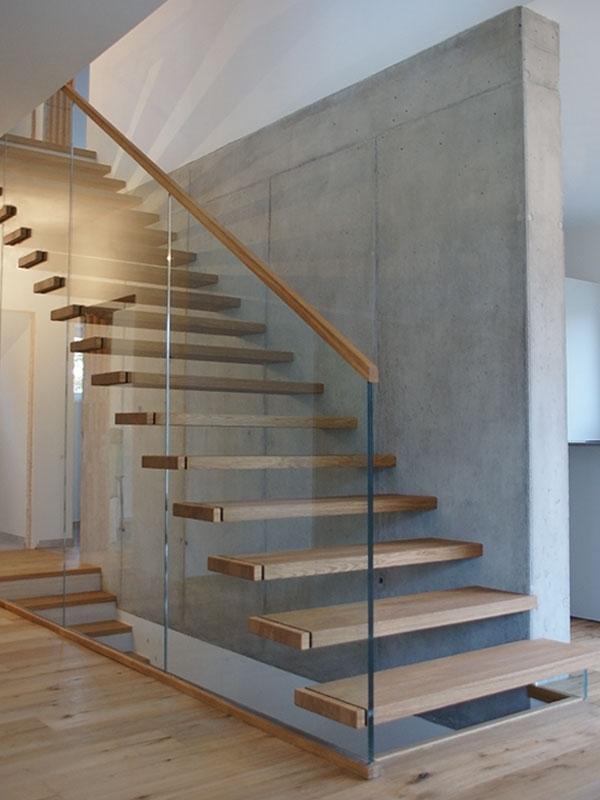 treppen mit glaswand wohn design. Black Bedroom Furniture Sets. Home Design Ideas