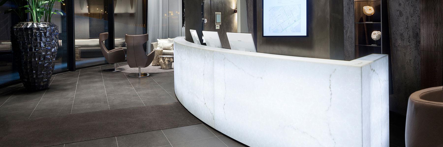 friluxe stone kunststoff designplatten steinoptik kaufen österreich luxuriöse kunststoffplatten Alabasters Marmors Onyx dekenverkleidung hinterleuchtet slider