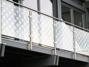 Gelaender Mit Karo Frilaser Premium Design Gelaesertes Glas Glasdesign Modern