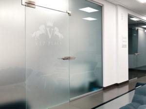Glastür VIP Place Frilaser Glasgravuren Moderne Glasgestaltung Kaufen