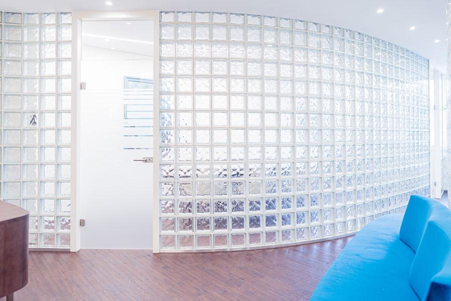 Glasbausteine Wandbau Buerogestaltung